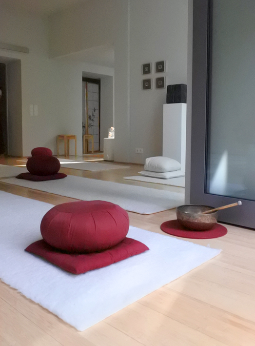 Yogaraum Köln-Sülz, klare Linien und Farben mit asiatischem touch